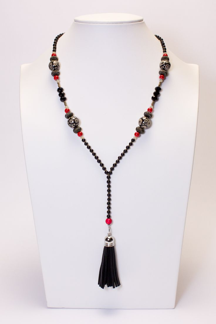 Collier noir et rouge, pompon noir #gadhorre #jewelry