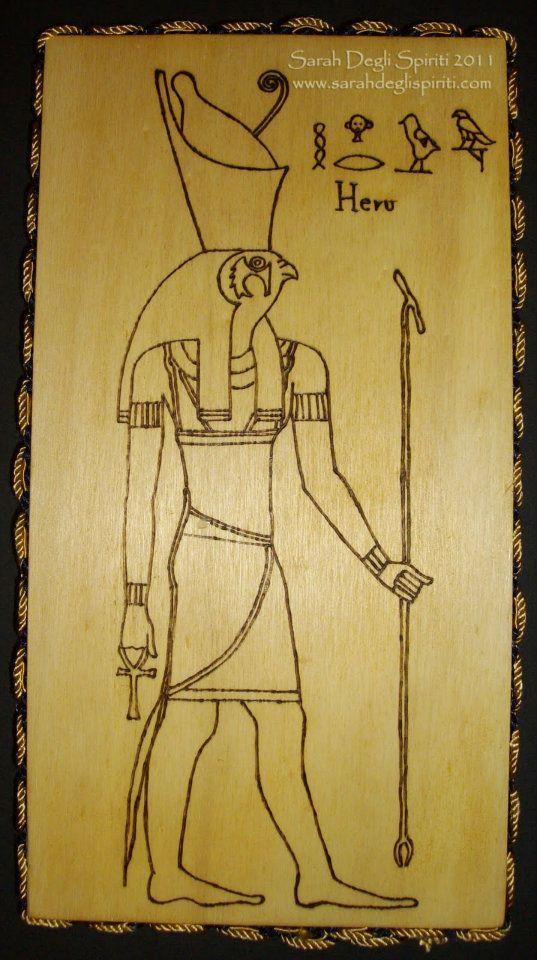 Heru/Horus.  (venduto)  Tutti i lavori sono pirografati a mano e pezzi unici. Ogni quadretto è incorniciato da un cordone di passamaneria. Realizzazione: Gennaio-Febbraio 2011