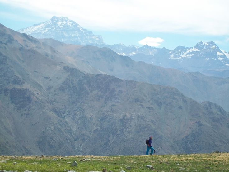 Trekking del pasado mes de noviembre del año 2012, expedición  por  02  dias, donde nos embarcamos en esta aventura  a través de este  macizo.....  www.cumbrenueva.cl