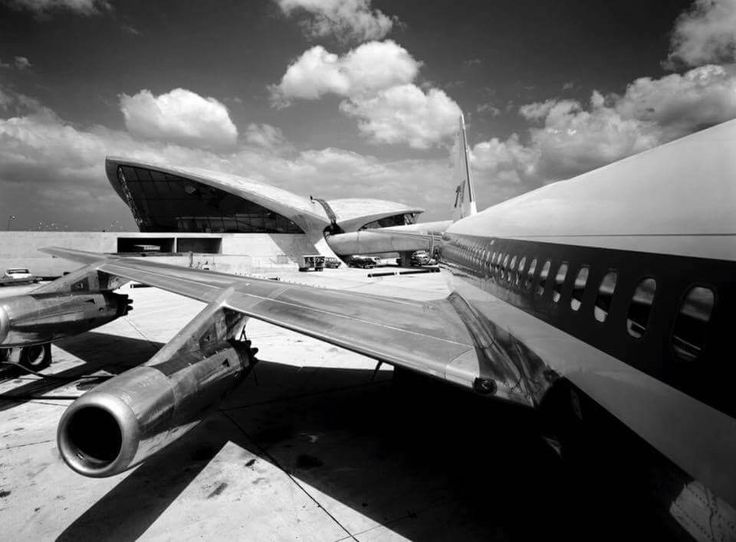 TWA Convair 880 at the JFK Flight Center.
