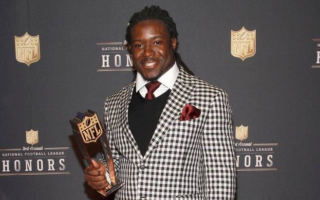 After falling to the Packers in the second round of the 2013 NFL Draft, #Alabama running back Eddie Lacy proved to be one of the steals of the draft after rushing for 1,178 yards and 11 touchdowns en route to being named the AP NFL offensive rookie of the year.