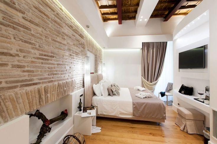 Итальянский стиль в интерьере: гармония и теплота Тосканы для вашего дома http://happymodern.ru/italyanskij-stil-v-interere/ Спальня в итальянском стиле с кирпичной стеной