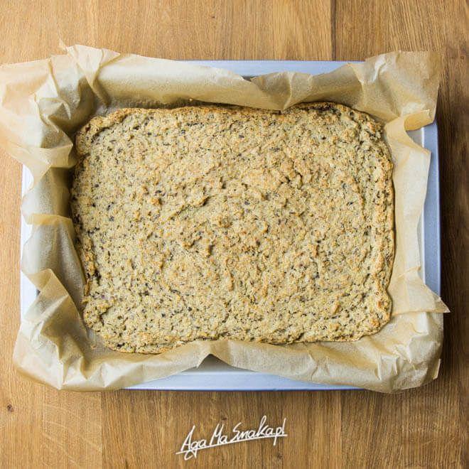 Można żyć bez chleba. Nie piszę tego jako osoba nawołująca do porzucenia produktów zbożowych. Absolutnie nie. W naszej bezglutenowej kuchni obecne są kasze: jaglana i gryczana, ryż, komosa, amarantus itd. Na całym świecie funkcjonują najróżniejsze, alternatywne dla tradycyjnego chleba, produkty zbożowe: pity, mace, placki zbożowe. Dziś opcja bezglutenowa, wykonana na bazie kaszy jaglanej i fasoli.…
