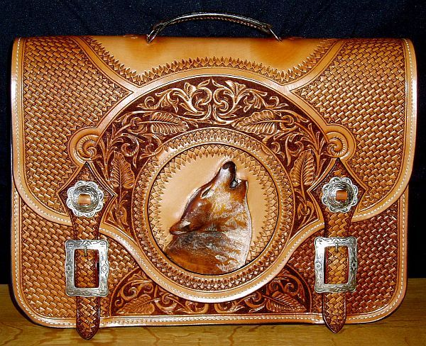 skyhorse-howling-wolf-briefcase, would love to have for my laptop