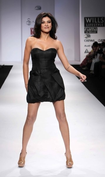 """Wills Lifestyle India Fashion Week SS 2010"" Day 2 Sushmita Sen lent her support to Sanjana Jon #Fashion #WillsLifestyle"