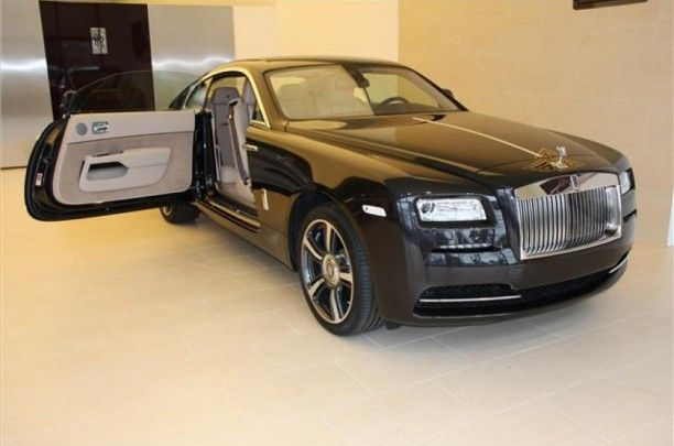 Rolls-Royce Wraith 6.6V12                                                                € 420.797,-  Kenteken Nog niet bekend   Kilometerstand 25 KM  Transmissie Automaat  Brandstof Benzine  Motorvermogen 632 pk  Aantal deuren 3  Exterieur MELANITE  Interieur Beige / Leder  BTW verrekenbaar Ja  Technische specs Aantal cilinders 12  Cilinderinhoud 6592  Vermogen 465 kw / 632 pk  Gewicht 2360KG  Carrosserie Coupé
