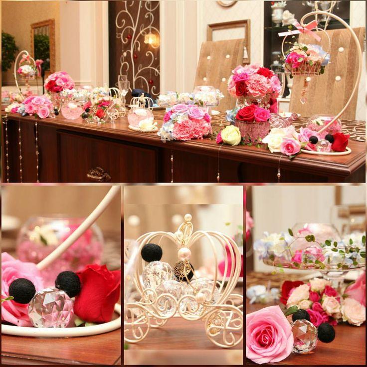 メインテーブルには隠れミッキー♡ あと、シンデレラっぽい要素だけど、カラードレスの黄色...ベルに合わせて、バラで!赤いバラを多めにしつつ、他の色のバラも! 赤系を基本にちょいちょい青系の花を加えてください! ...とゆー要望通りに仕上がってました♡(笑) #ディズニー #Disney #ミッキー #隠れミッキー #シンデレラ #ベル #バラ #メインテーブル #結婚式 #ウエディング #wedding #ブライダル #披露宴 #コーディネート