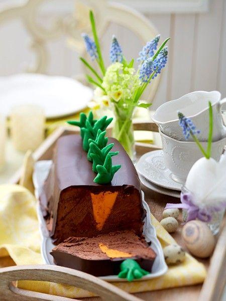 Das Highlight auf dem Ostertisch: Mousse au Chocolat-Terrine im Möhrchen-Look. Hier gibt's das REZEPT!