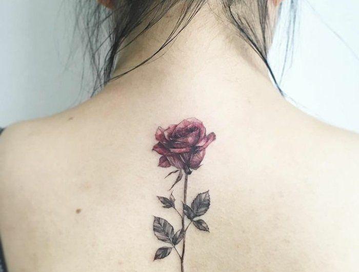 Le tatouage de fleur - lequel choisir et quelle est sa signification?