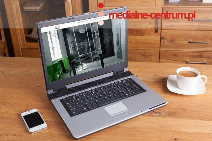 laptop mockup ze stroną internetową wykonaną przez medialne-centrum.pl
