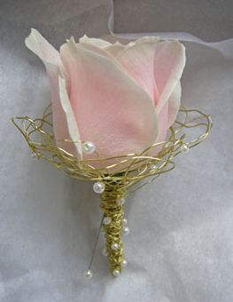 boutonnieres -  love the gold wire that they used for the boutonnieres. The wrapping is gorgeous and the pearls add such a soft and cute touch to it!(: