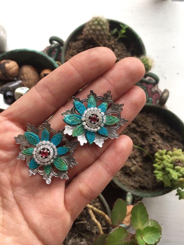 True color flora earring