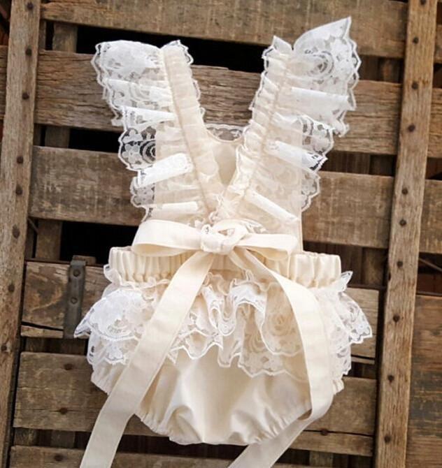 Zarte und süße Strampler aus Baumwolle und Spitze für Ihre kleine Prinzessin. – Stephanie Jordan Vance