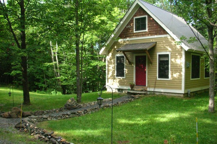Cozy little cabin in the woods vacation rental in for Cabins burlington vt