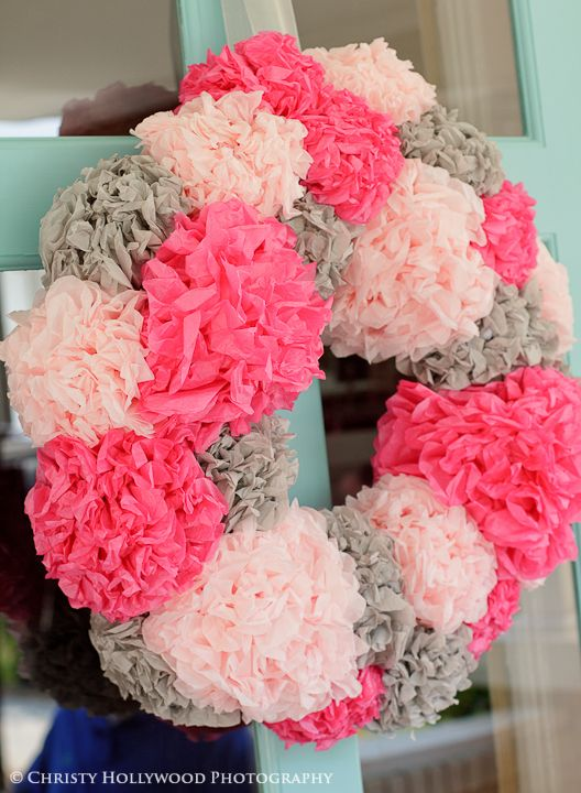 Pom Pom Wreath! Love it! Could be changed to any color or add a pom pom to a burlap wreath!