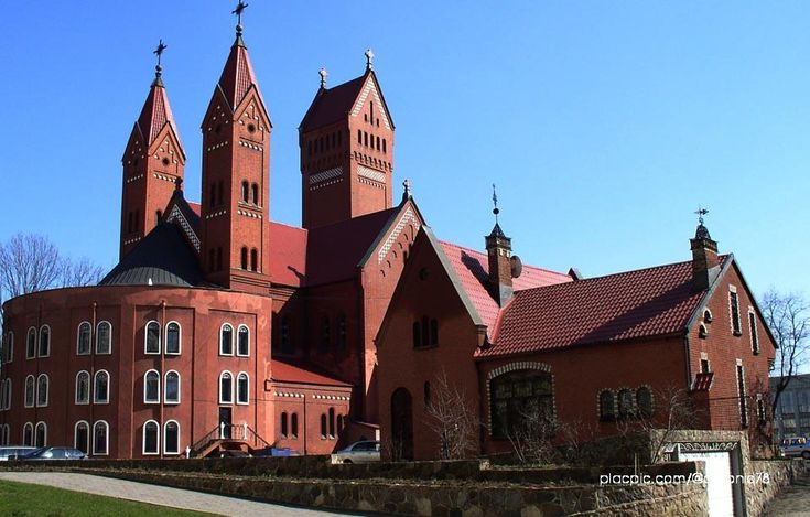 The Neo-Romanesque church, designed by Tomasz Pajzderski and Władysław Marconi and made in 1910, was named in memory of Woyniłłowicz's two deceased children, Szymon and Helena.