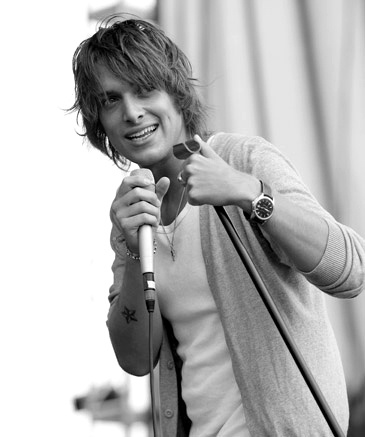 Paolo Nutini - Jenny might think he's too young, but I'd make an exception. ;)