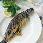 Een heerlijk recept: Geroosterde forel met basilicum en olijven