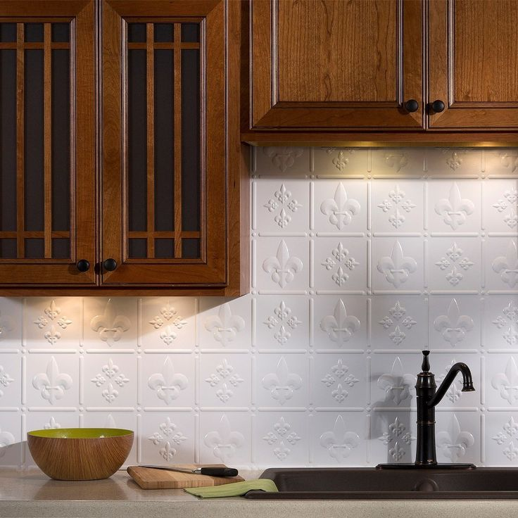 Create a finished look in your kitchen or bathroom using this Fasade backsplash panel kit. Cut the panels to create a custom fit. The fleur de lis pattern is finished in a glossy white to blend into your room while still giving your room a fresh look.