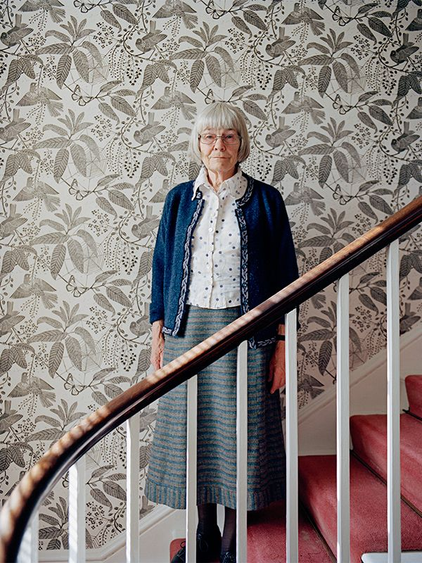 Speaking of British handmade wallpaper maven, Marthe Amritage, finally there are some decent photos of her work to pin.