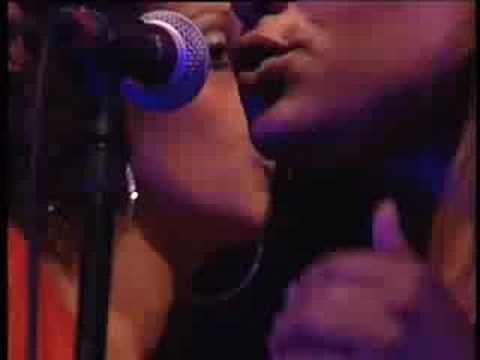 """""""Solta-se o Beijo"""" - João Gil  com Shout e Sara Tavares, no Festival do Crato"""