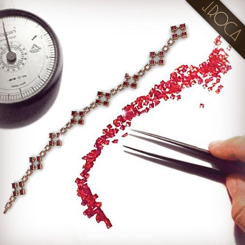 Realizamos cada joya con la minuciosa selección de cada gema y con los mejores materiales, dándoles forma a través de las mejores artes joyeras. http://www.jroca.com/es/joyeria-joyas-pulseras/pulsera-articulada-oro-rosa-rubies-diamantes-princesa-529.html