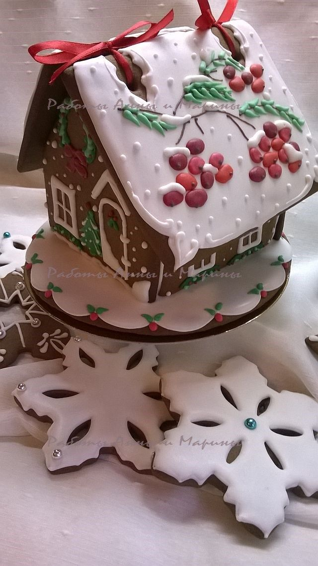 Gingerbread with Rowanberry Roof. To hold together the roof sheets with ribbon is a brilliant solution!