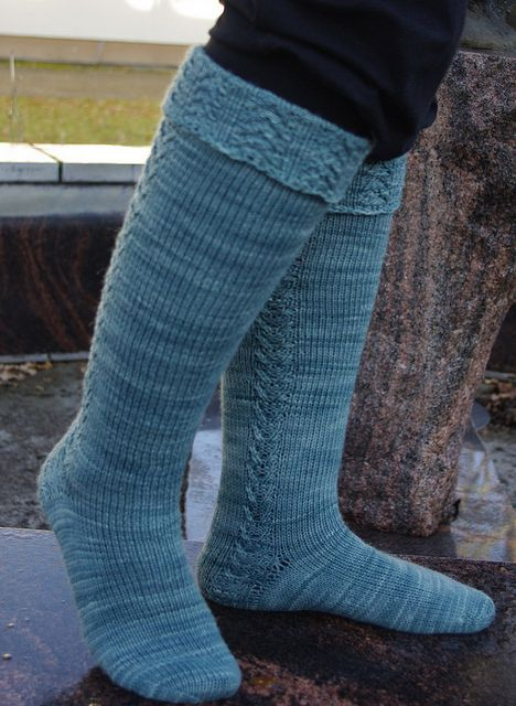 Talvi Vuorelassa knee-high sock pattern by Sanna Hyvönen / Sudrana.