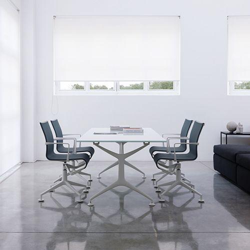 Meeting Frame er en behagelig og eksklusiv mødestol eller konferencestol. Komfort og funktion giver Frame serien et vellykket design. #konferencemøbler #konference #konferenceindretning #design #kontormøbler #møbler #til #erhverv #virksomhed #kontor #konferencestole #stole