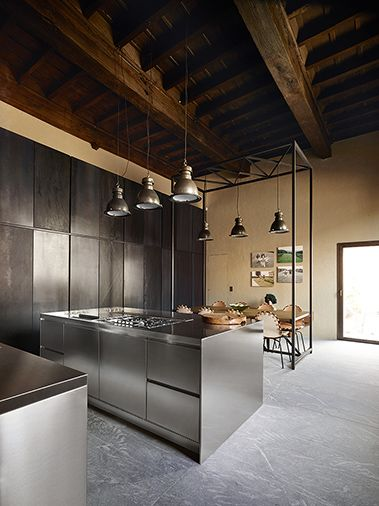 Abimis unique kitchens for great passions ba os for Zoccolo casa moderna