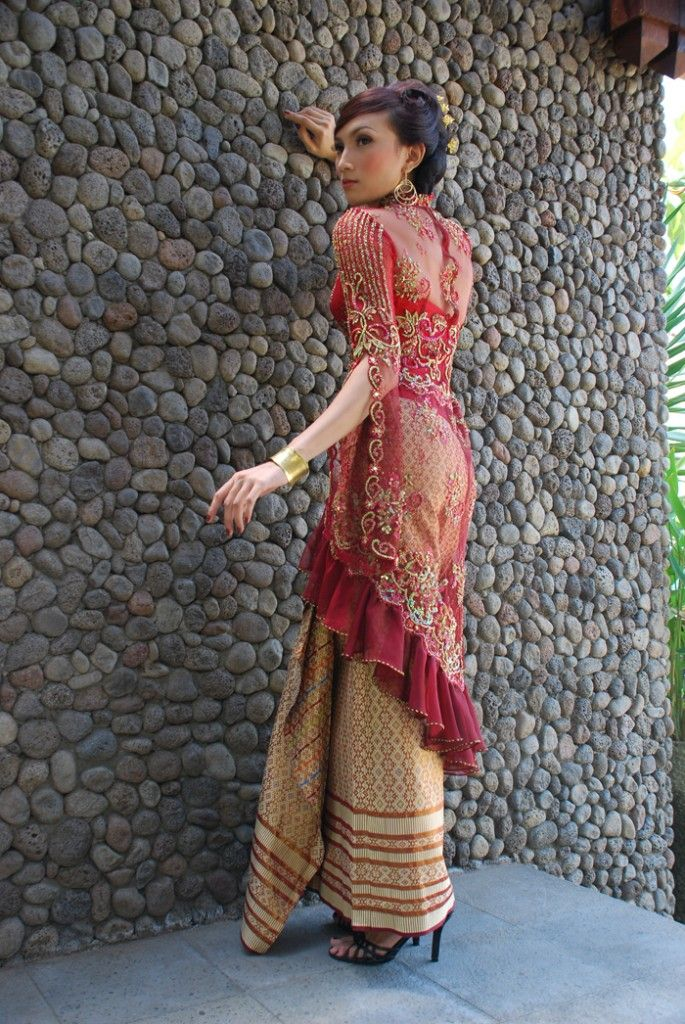 Latest Fashion Dresses in Kebaya and Batik Indonesia 2012