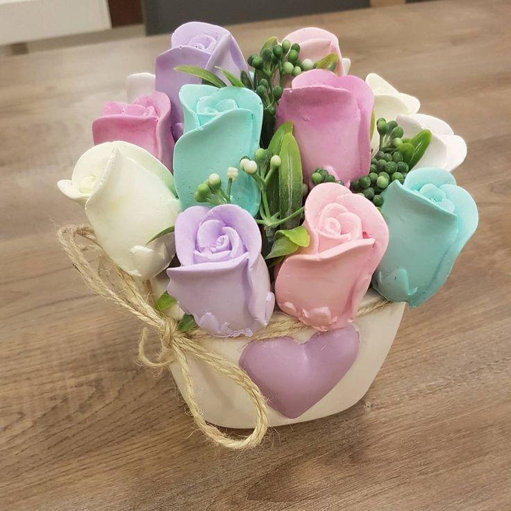 Mükemmel olduğu kesin ❤️❤️❤️aşk yaşıyorum bu güzel güller ve saksı ile ❤️#kokulutaş #evimevimgüzelevim #evdekorasyonu #süsleme #siparişalınır http://turkrazzi.com/ipost/1514798528953887470/?code=BUFpTyAlKru