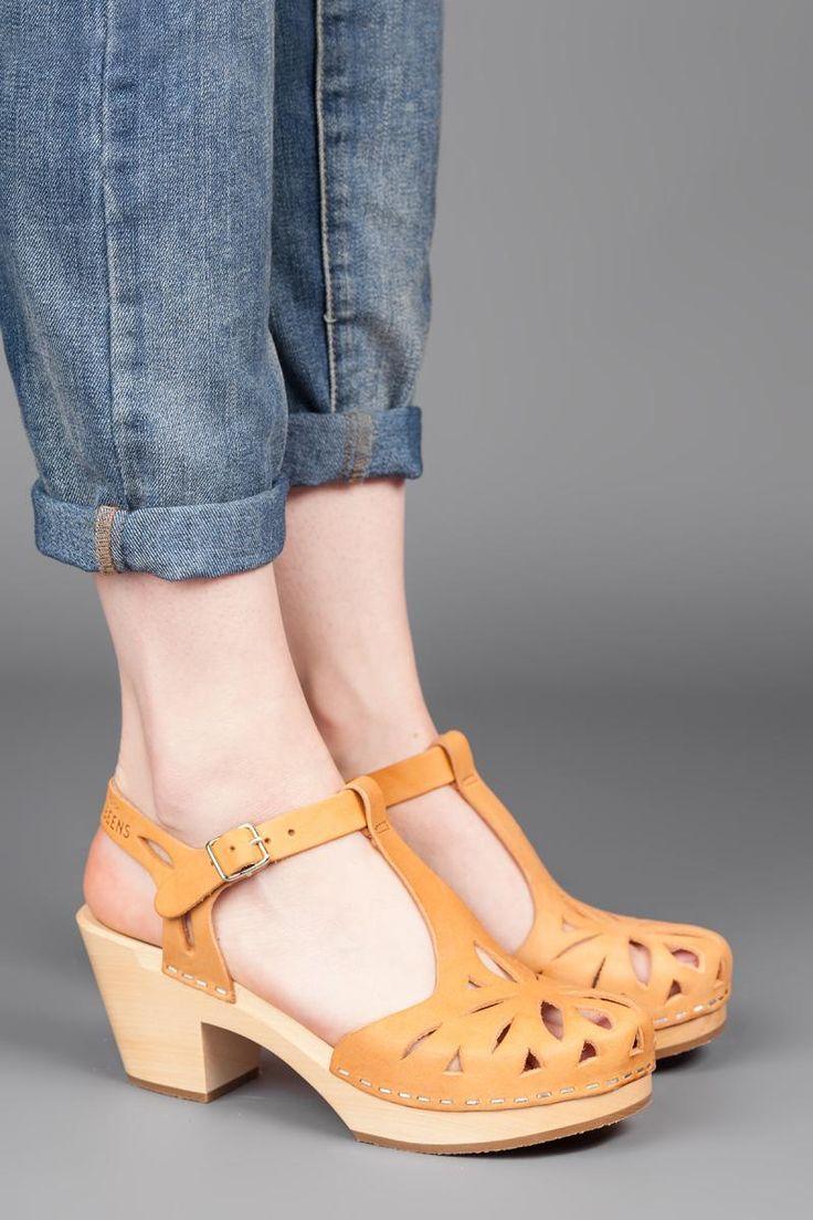 Lacy Sandal Tan | That Shoe Lady