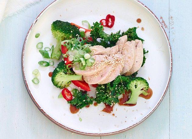 Ingefærkylling med wokkede grønnsaker på et fat