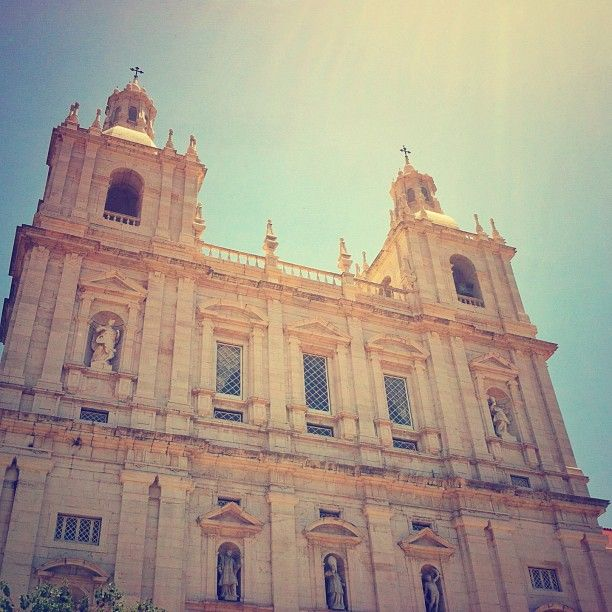 São Vicente de Fora Monastery, here it's where the Flea market starts.