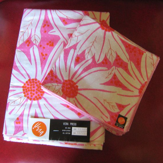 Vintage Vera Neumann Mod 60's Pink Flower Tablecloth & 8 Cloth Napkin Set - NOS Great for Dinner / Lunch / Everyday / Christmas