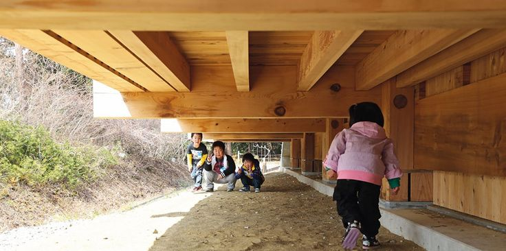 Children enjoying where Building meets Ground - The Asahi Kindergarten, designed by Takaharu and Yui Tezuka of Tezuka Architects, Japan (http://www.domusweb.it/en/architecture/2013/06/17/rebuilding_communities.html.html)