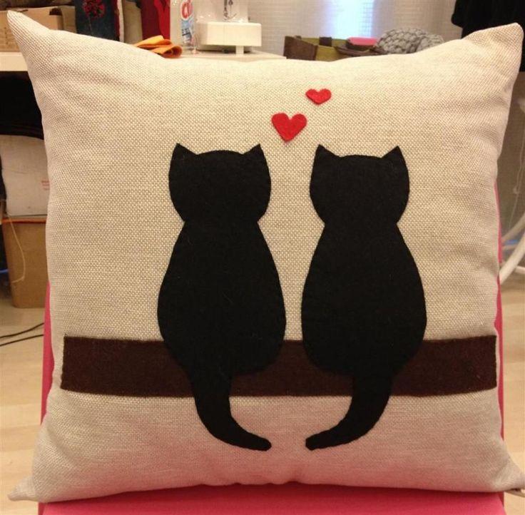 kedili yastık