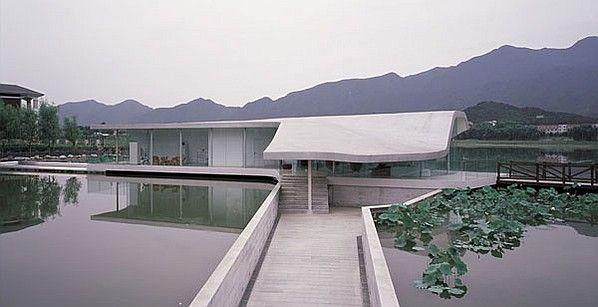 Hongluo house in the Hongluo Villa District in the north of Beijing along the coastline of Hongluo Lake. www.interiordesign.net #InteriorDesign #InteriorDesignMagazine #design #villa #Hongluo #Beijing #lake #architecture #coastline #forest