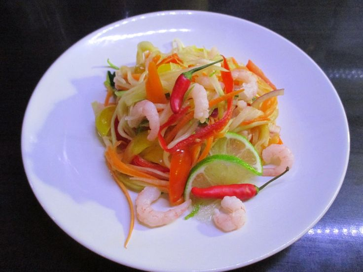 Tinskun keittiössä: Som Tam, Thaimaalainen salaatti Suomalaisittain