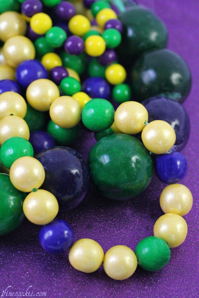 Edible Mardi Gras Beads- made with gumballs and candy. A great tutorial for a precious idea I have to try!