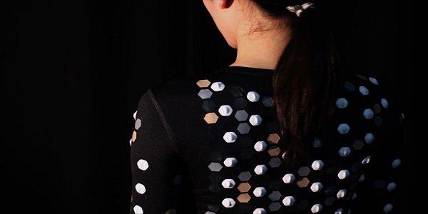 Ειδική στολή αφής επιτρέπει στον χρήστη να νιώσει την εικονική πραγματικότητα | Βίντεο