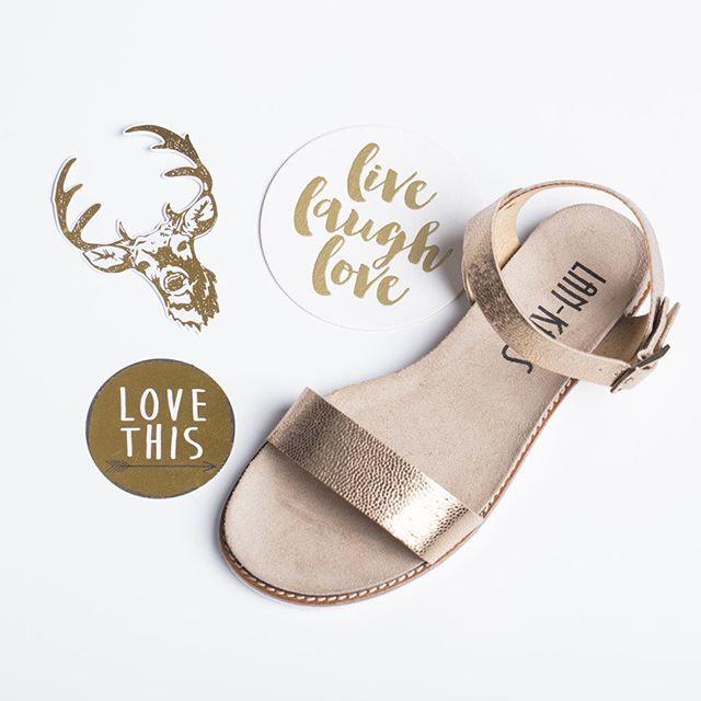 Czekamy już na złociste, ciepłe promienie słońca, a Wy? ☀️✨💛 #shoes #lankars #instashoes #shoesinsta #shoestagram #sandals #gold #spring #golden #flatlay #woman #feminine #leather #metalic #shiny #minimal #minimalism #instagood #love #loveshoes