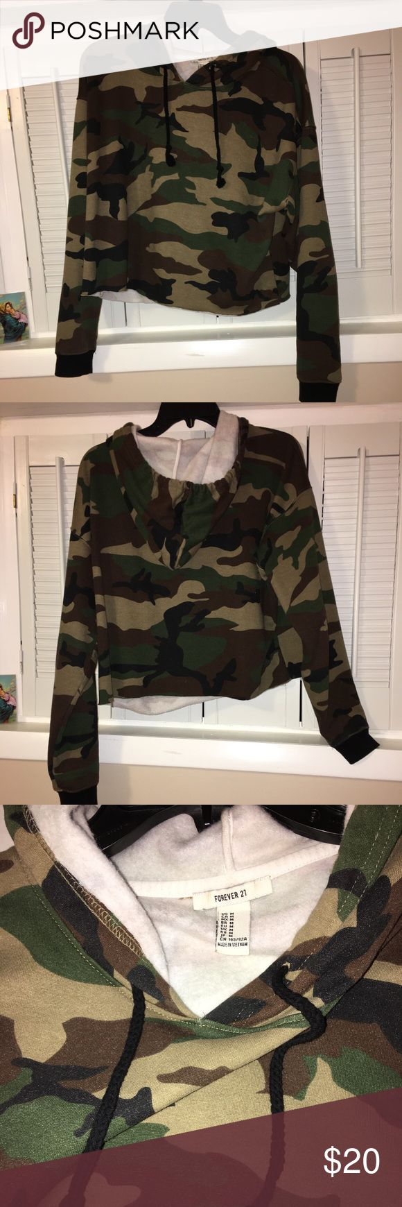 Forever21 army crop top sweat shirt Forever21 army crop top sweat shirt hoodie; worn once! Excellent condition size medium. no trades Forever 21 Tops Crop Tops
