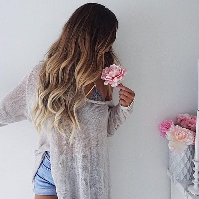 @marinarumppe wearing her @bellamihair GuyTang balayage extension in shade 8/60 to create this ombre effect and get extra length! @hairbesties_