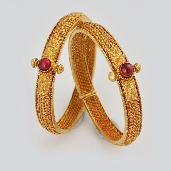 Beautifully Carved Maharashtrian Style Gold Kadas www.addiga.com