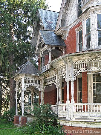 Dilapidated Victorian house by Christina Richards, via Dreamstime