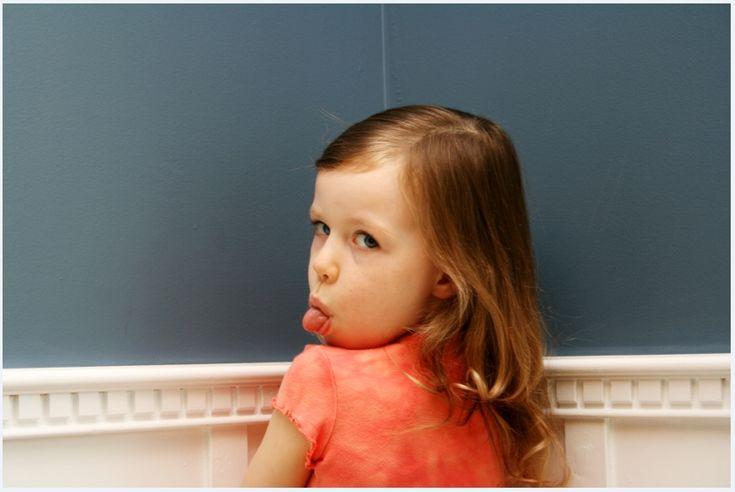 Если ребенок, все чаще, демонстрирует сопротивление в ответ на ваши просьбы, вам срочно нужно пересмотреть свои подходы к взаимодействию с ребенком.