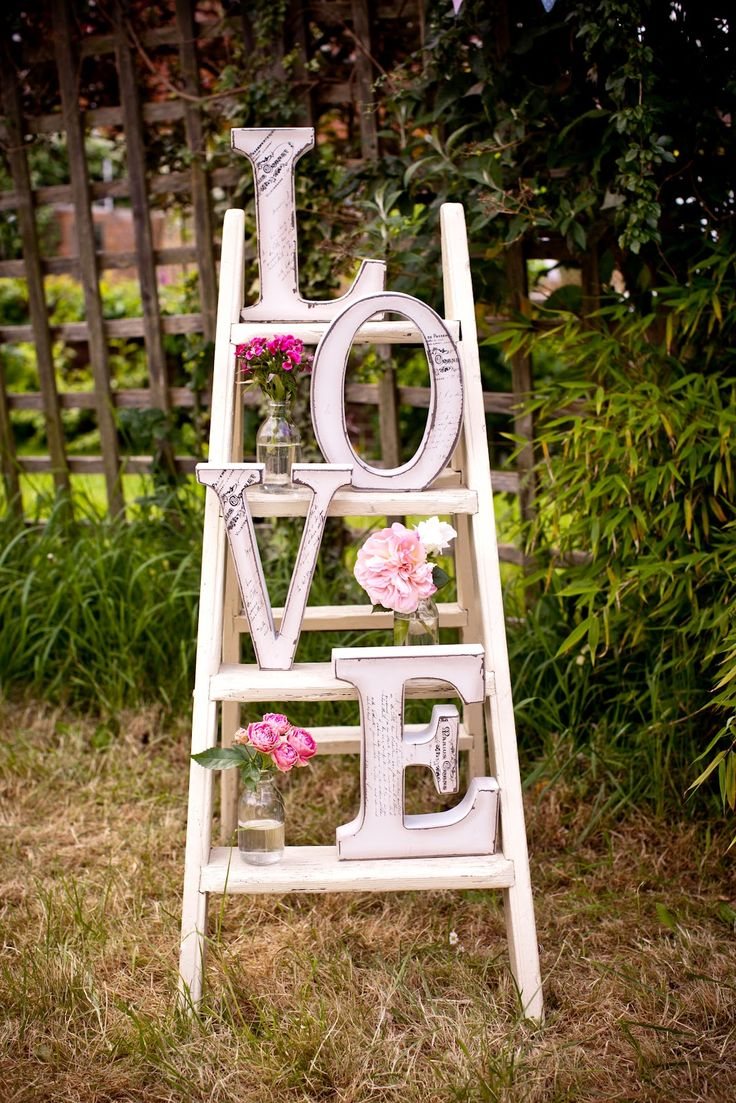 GREAT POPCRN @ A WEDDING DISPLAY    Literally LOVE this vintage display piece made with white ladder, pink flowers, clear jars, and huge letters