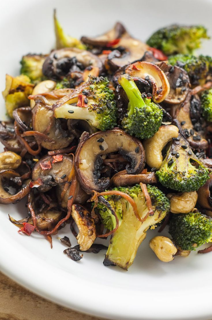 Brokkoli und Champignons anbraten